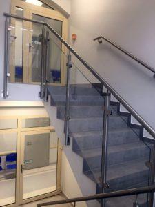 Schody prowadzące na drugie piętro