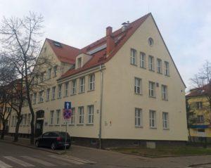 Budynek przychodni - widok z zewnątrz